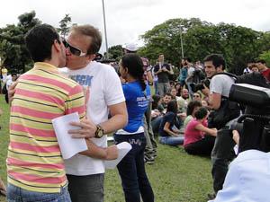 Marcos e Gilberto: A gente quer igualdade.