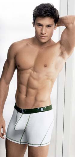 Emprestou Seu Corpo Sarado Para A Marca De Underwear Under Gear